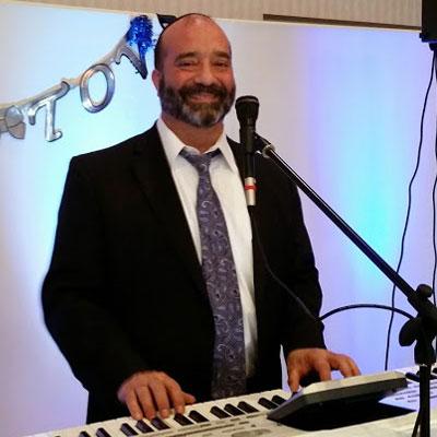 Avromi Weisberger - Keyboards/Vocalist